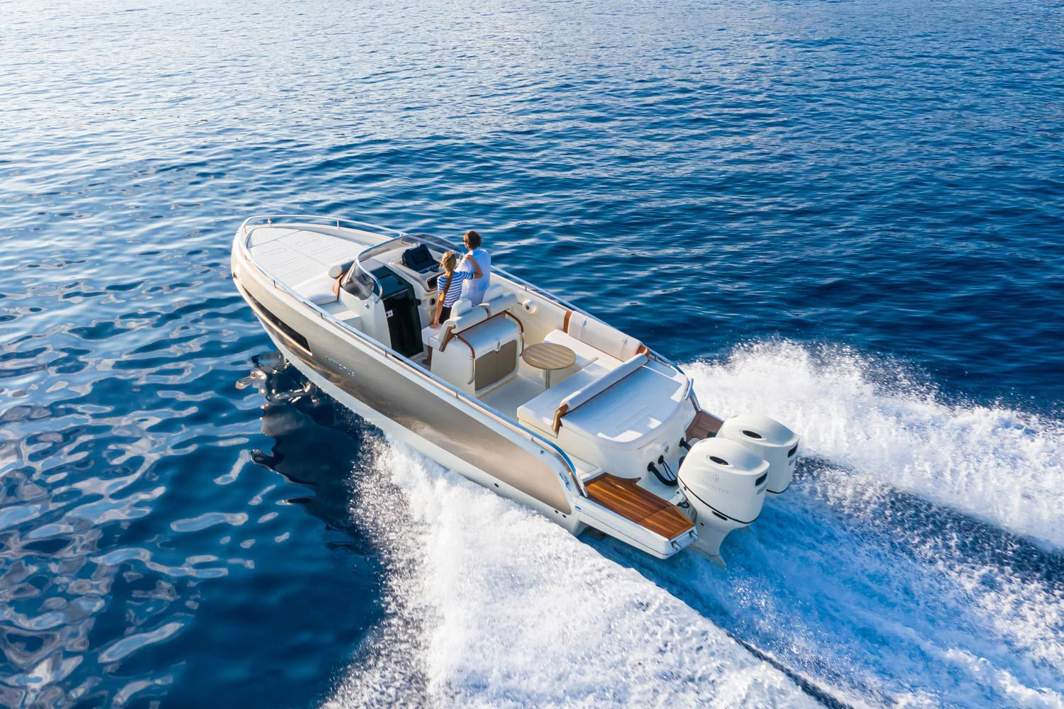 The GT280S improves upon the original GT280 model with two outboard engines that total 500 hp.
