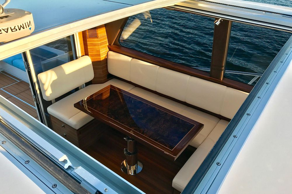 The sunroof can be opened entirely or opened with a screen.