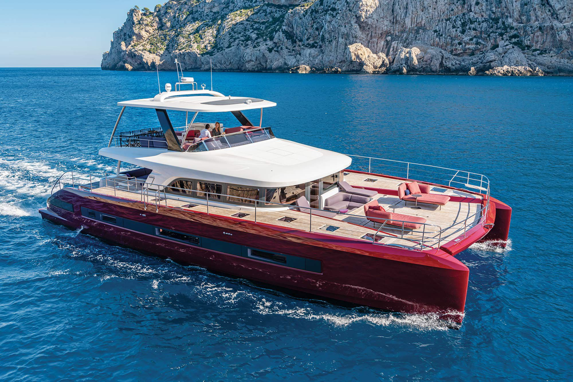 With optional twin 440 hp Yanmar diesels, the yacht we got aboard saw a top-end speed of 21 knots.