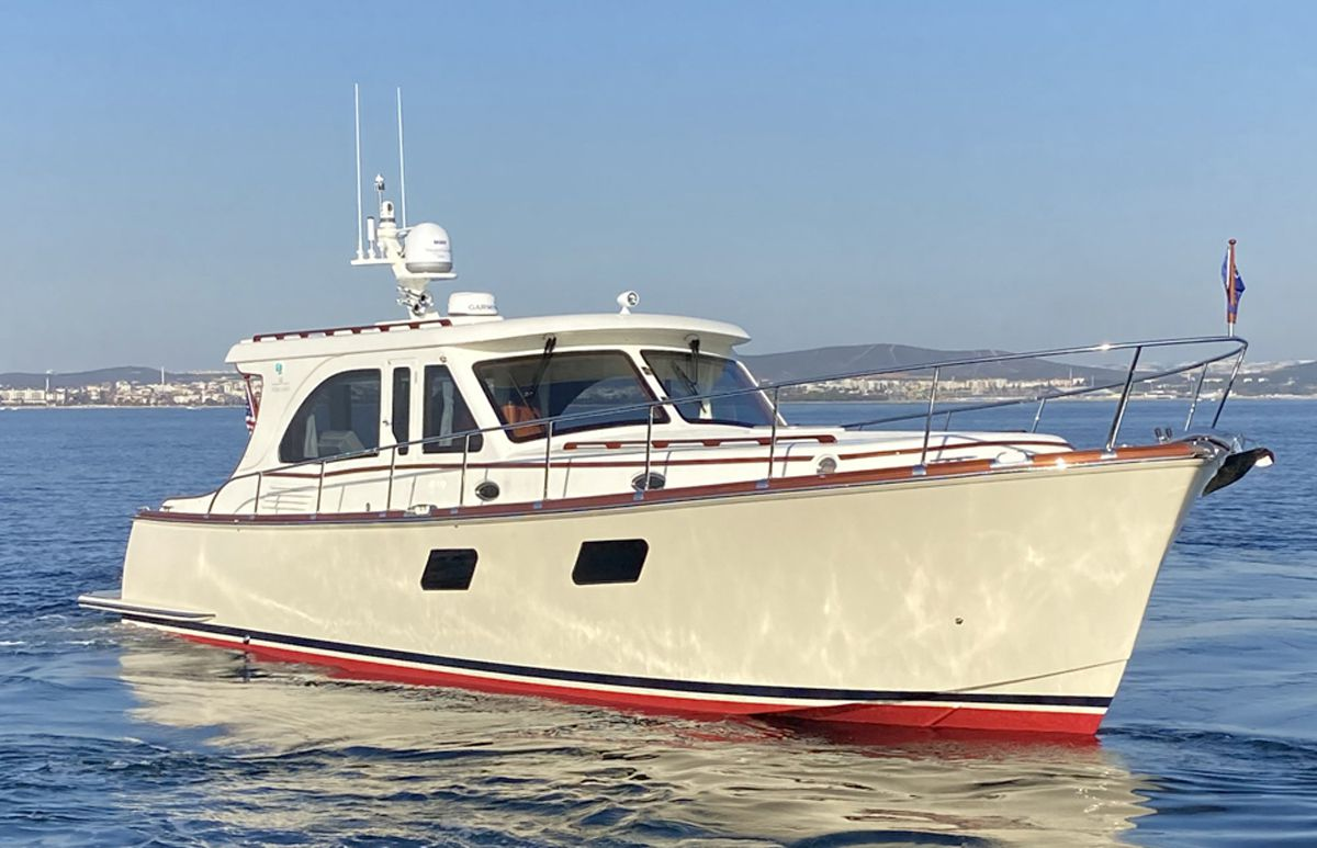 The Vicem 50 is powered with twin 435 hp Volvo Penta IPS600 diesels.