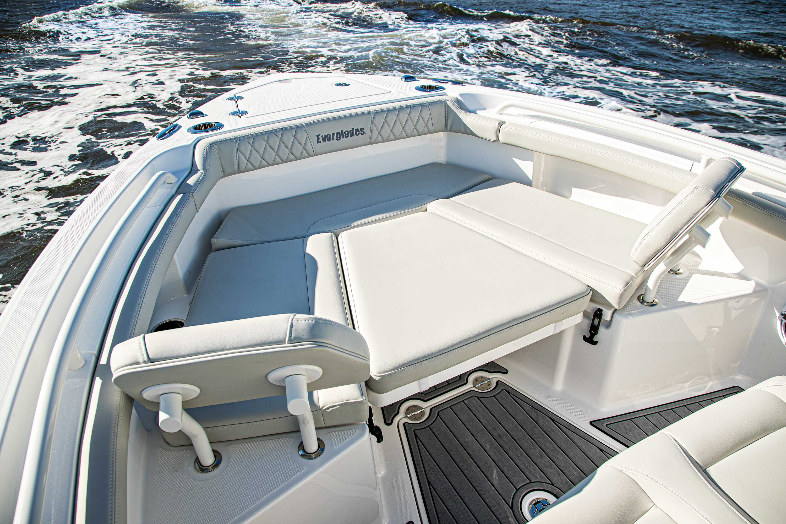 Bow seating turns into a sun pad, and removable backrests allow lounging.